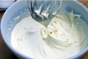 8 самых простых кремов для тортов и других десертов фото