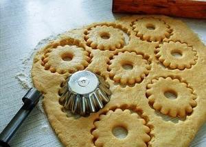 Быстрое песочное тесто для пирогов фото