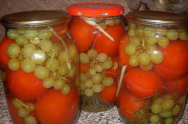 Консерванные томаты с виноградом