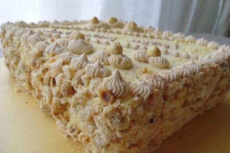 Киевский торт - самый любимый торт в моей семье. Нежный! Воздушный! Хрустящий! Тающий во рту!