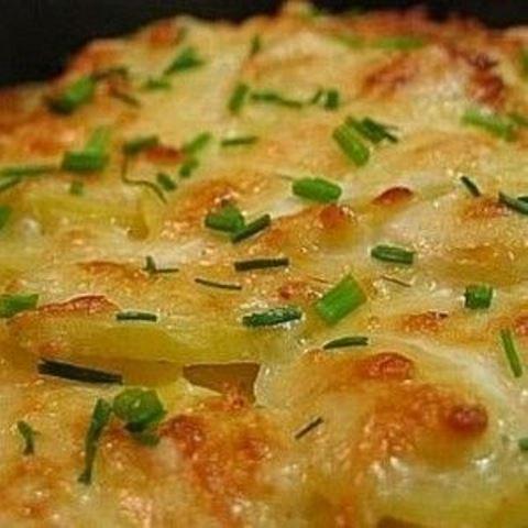 Картошка запеченная в кефире под сыром. Нежнейшее блюдо!