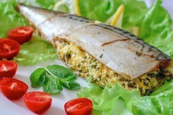 Очень вкусная рыбка - сытная. И начинка великолепно сочетается со вкусом скумбрии.