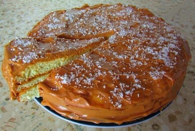Быстрый в приготовлении, мягкий и вкусный торт на сгущенном молоке готовлю очень часто.
