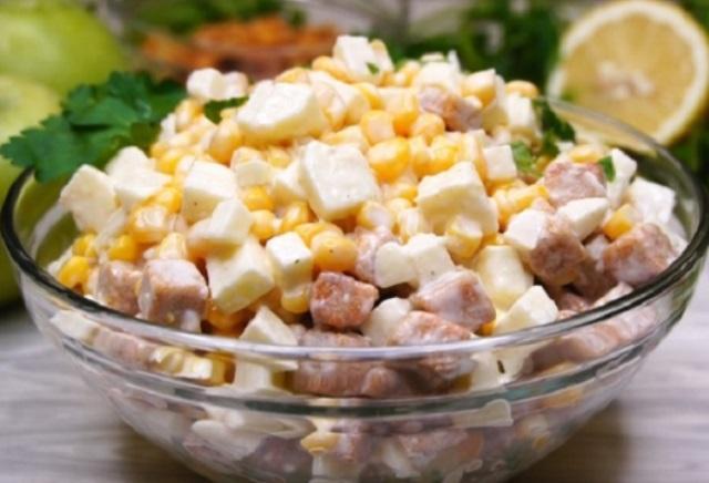 Изумительный салат «Три Минутки». Такой салат быстрого приготовления — просто находка! Готовится он на скорую руку, а получается очень вкусным.
