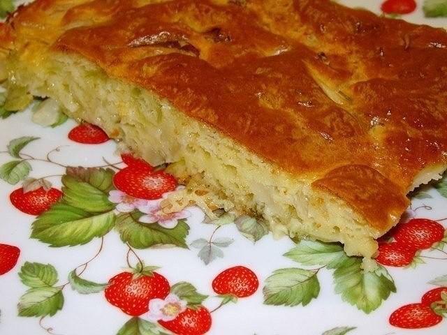 Когда гости на пороге быстрый и сытный ленивый пирог с капустой в самый раз, невероятно вкусный.