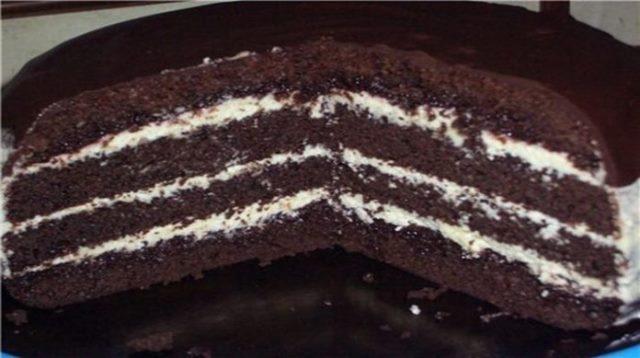 Торт шоколадный на кипятке — рецепт не новый, но я просто обязана с вами поделиться.