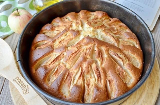 Яблочный пирог из детства. Он простой и легкий, в меру сладкий и очень вкусный!