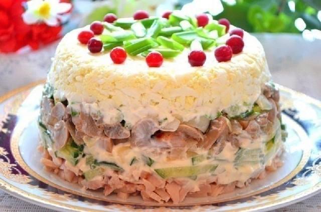УВЕРЯЮ ВАС ЭТО САМЫЙ ВКУСНЫЙ САЛАТ В МИРЕ! Куриный салат с яйцами и грибами