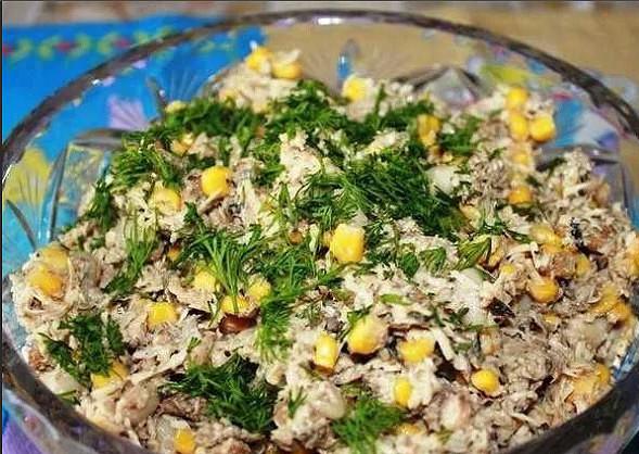 """Вкусный салат """"ШПРОТНЫЙ"""". Часто готовлю, когда мало времени!"""