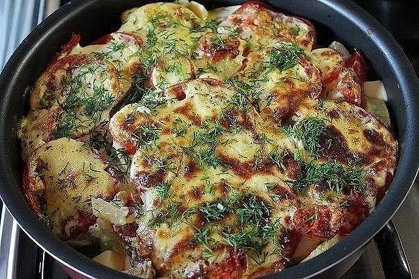 Запеченные с помидорами молодые кабачки под соусом - это НЕЧТО
