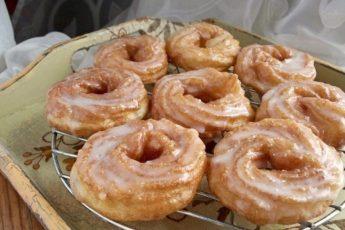 Предлагаем приготовить необыкновенно воздушные заварные пончики!