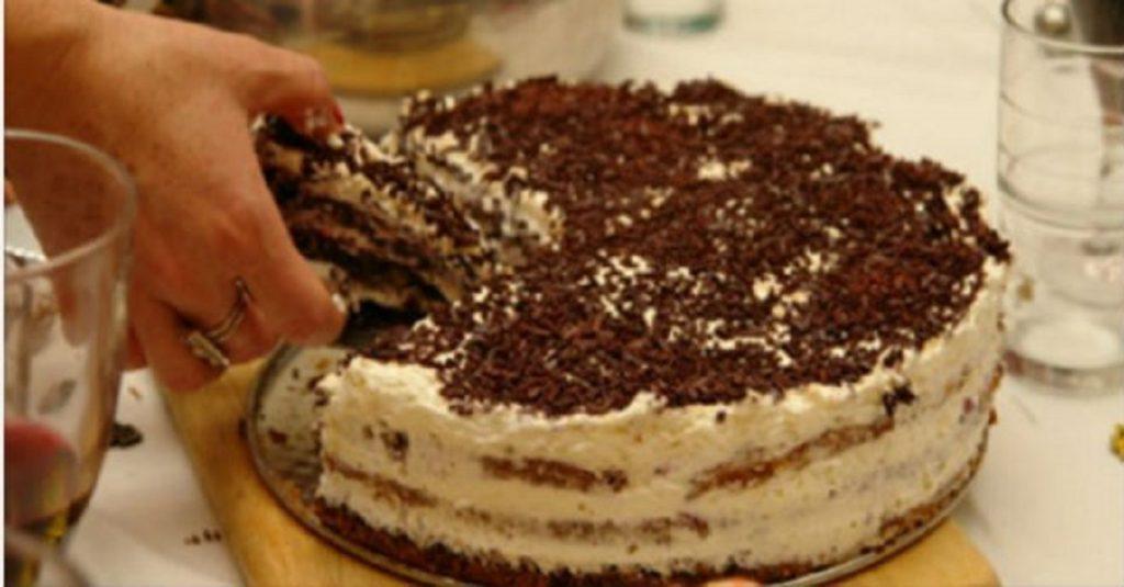 Домашний тортик на скорую руку печем уже лет 20. Не сравнить с покупным.