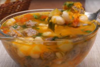 Рецепт идеального для обеда супа с фрикадельками и фасолью 1